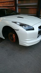 久喜市日産GTRハイパーガンメタホイールリペア