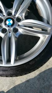 鴻巣市BMW5シリーズシルバーホイールガリ傷リペア