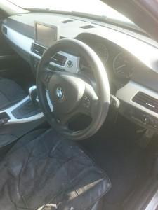 幸手市BMW3シリーズパンチングレザーステアリングリペア